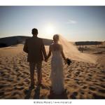 Zdjęcia ślubne na wydmach w Łebie – plener ślubny dla wytrwałych