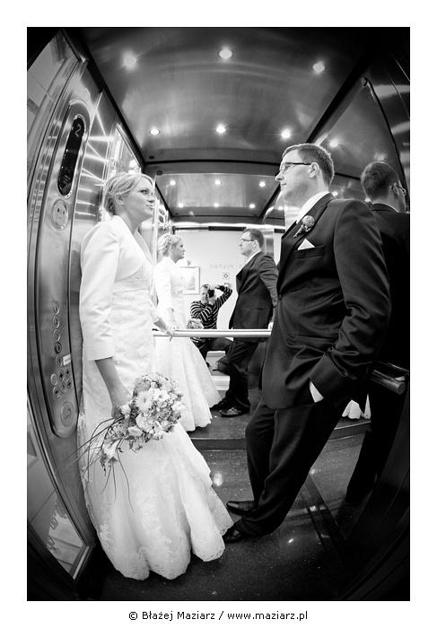 Zdjęcie ślubne w windzie