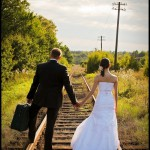 Szalony plener ślubny | Zdjęcia ślubne na torach | Fotografia ślubna w opuszczonej fabryce