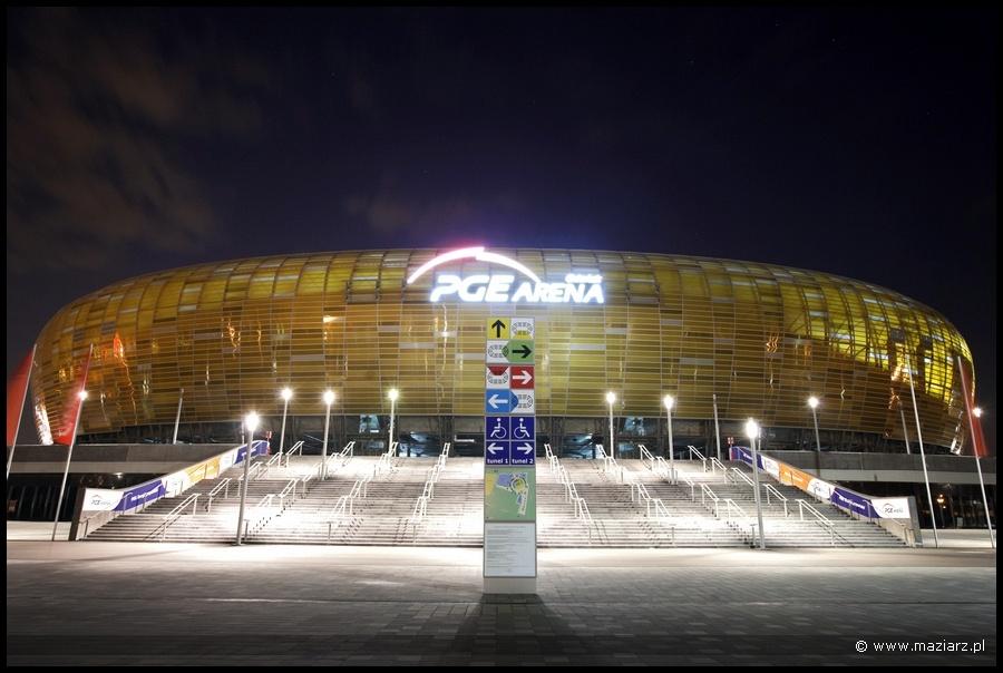 pge arena w Gdańsku nocą zdjęcie